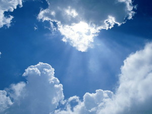 По облакам