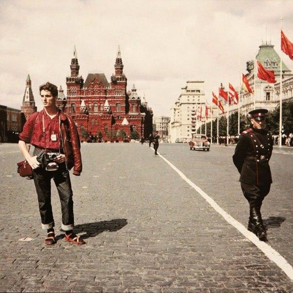 Швейцарский турист на Красной площади. 1957 год. Фестиваль молодежи и студентов.
