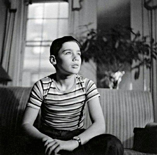 Владимир Познер в 12-летнем возрасте, Нью-Йорк, 1946 год